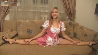 Hot Flexible Blonde Stretch on Webcam