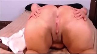 JessicaPeaches spreads and claps ass